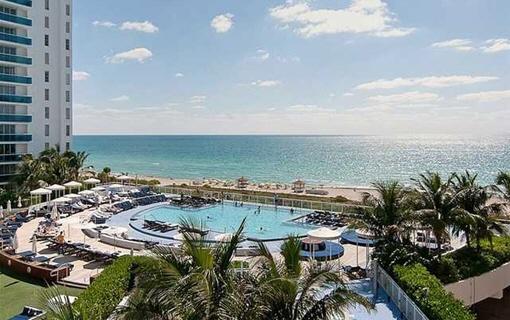Apartamento en primera línea de mar con piscina en Miami