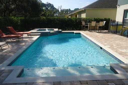 Casa orlando hermosa casa con jard n y piscina en for Casas vacacionales con piscina