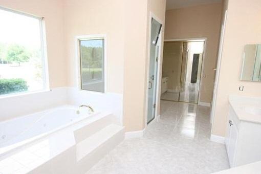 Orlando villa moderna con piscina for Casa moderna orlando