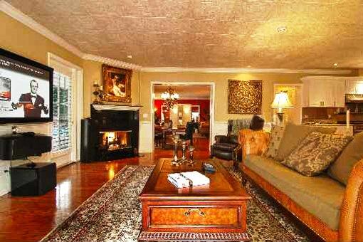 Tampa casa de lujo con piscina for Sala de estar de mansiones