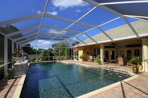 Propiedad encantadora con terraza acristalada inmensa y piscina en Fort Myers