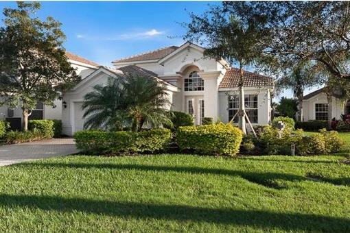 Casa con piscina en lugar exlcusivo en un campo de golf en Fort Myers
