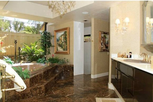 Baño espacioso en Fort Myers