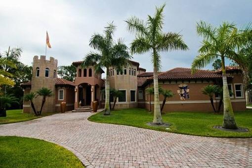 Villa exceptional con sala de cine privada, bodega y hangar de avión en Fort Myers