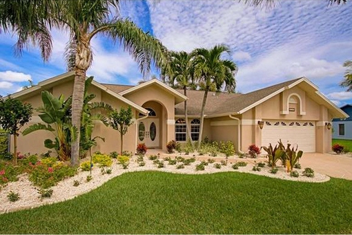 Adorable house with boat lift in Cape Coral