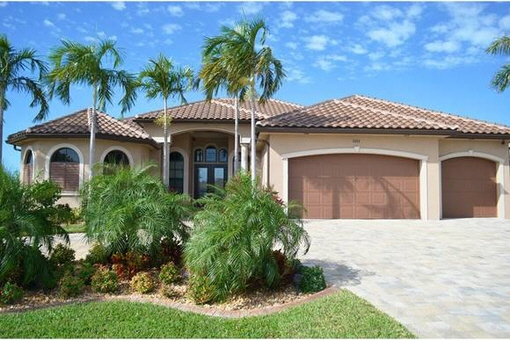 Charming house with a direct water access in Cape Coral