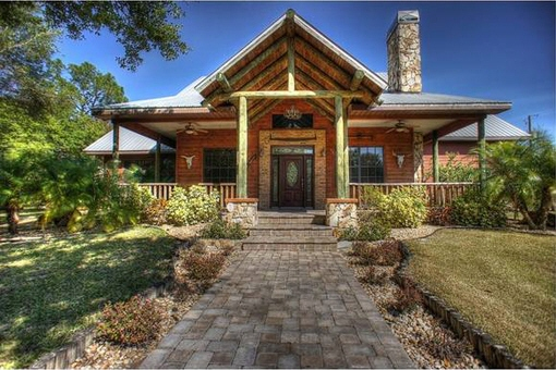 Detached house on 2 floors in country style in Alva