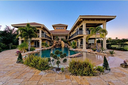 Two-story luxury class property near to the water in Alva