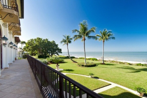 Jardín con playa