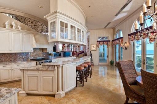 Cocina grande y moderna